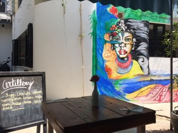 Artillery Café Phnom Penh Cambodia terrasse - Delicieuse Vie