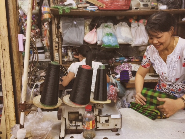 Couturières Marché Russes - Phnom Penh Cambodia Delicieuse Vie
