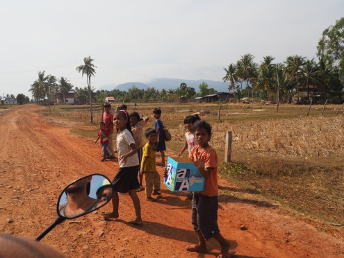 Route Kampot et enfants - Délicieuse vie