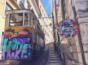 Street Art Tramway Lisbonne - Délicieuse Vie
