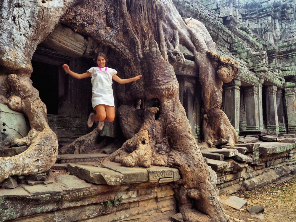 Temple Ta Prohm jumping - Angkor Cambodia - Delicieuse Vie