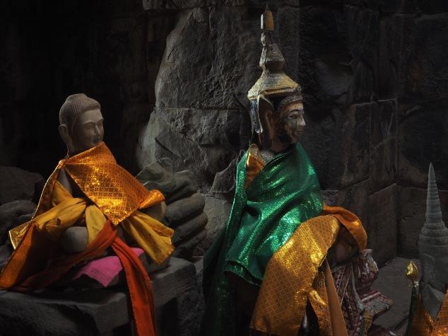 Temple god - Cambodia - Delicieuse Vie