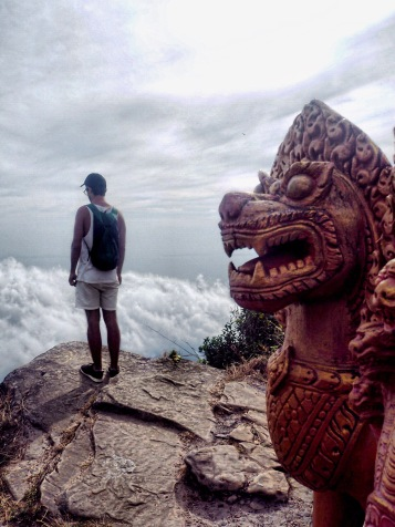 Temple and Cloud, Cambodge, Kampot by Délicieuse Vie