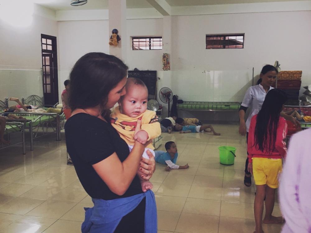 Donner un peu de soi dans un orphelinat au Viet-Nam ©delicieusevie