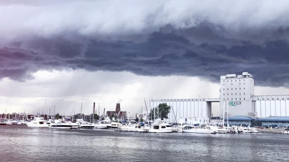 Vue du port et orage - Québec by délicieuse vie