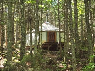 Yourte dans le bois Airbnb - Hébergement by Délicieuse Vie
